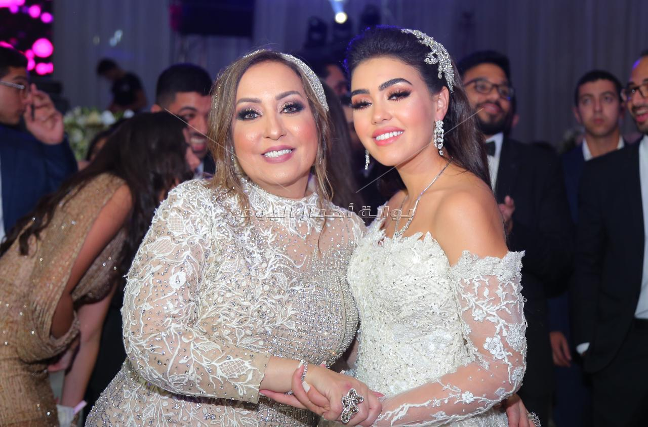تامر حسني وأحمد عصام يشعلان زفاف «عمرو وشهد» بحضور النجوم