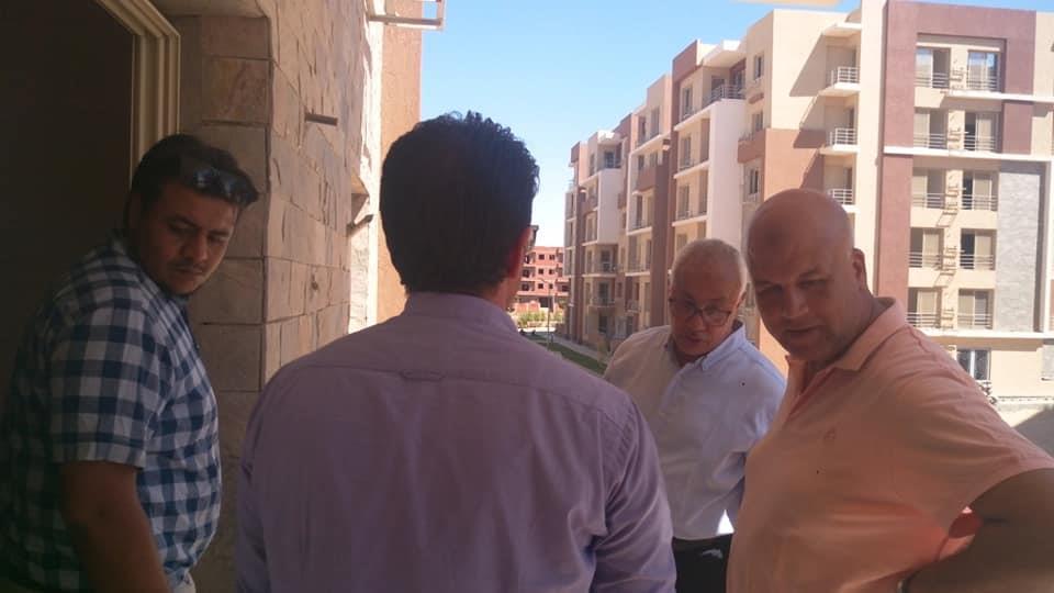 خلال متابعة المشروعات الجاري تنفيذها بمدينة العبور