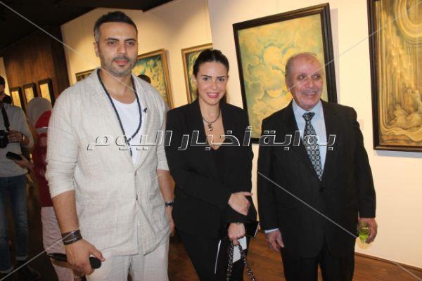 داليا البحيري ودنيا عبدالعزيز وميدو عادل في افتتاح «حول الروح الذات»