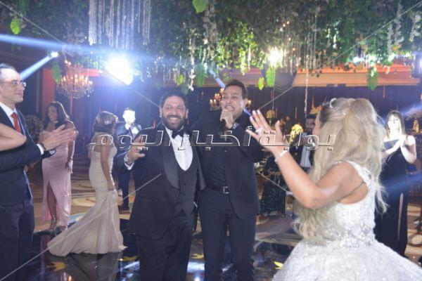 حكيم وأوكا وأورتيجا يشعلون زفاف «شريف ولينا»