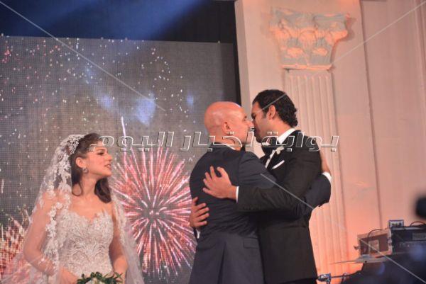 بحضور أهل الفن.. عمرو دياب يُشعل زفاف شقيقة ملك قورة