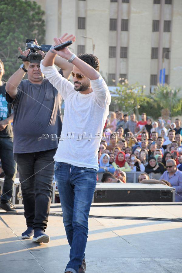 هيثم شاكر يتبرع بأجر حفل الفيوم لصالح مستشفى الجامعة