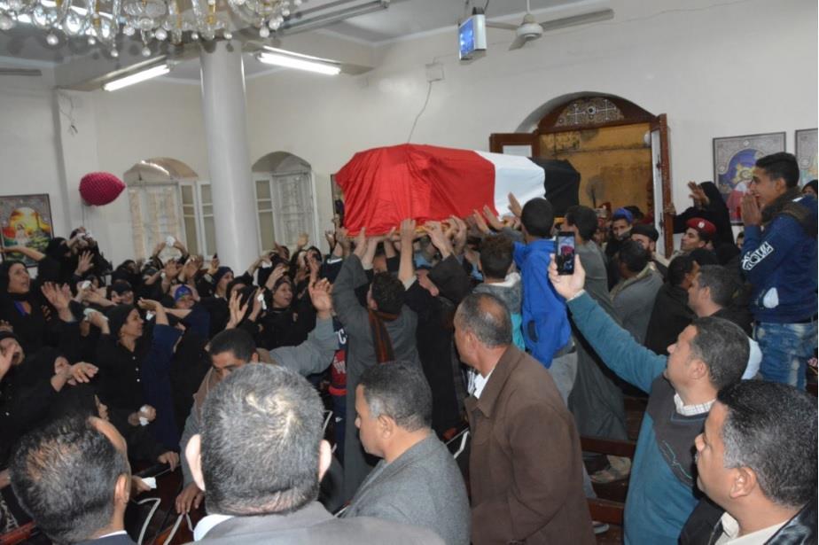 أهالي ديرمواس بالمنيا يشيعون جنازة شهيد الواجب الوطني