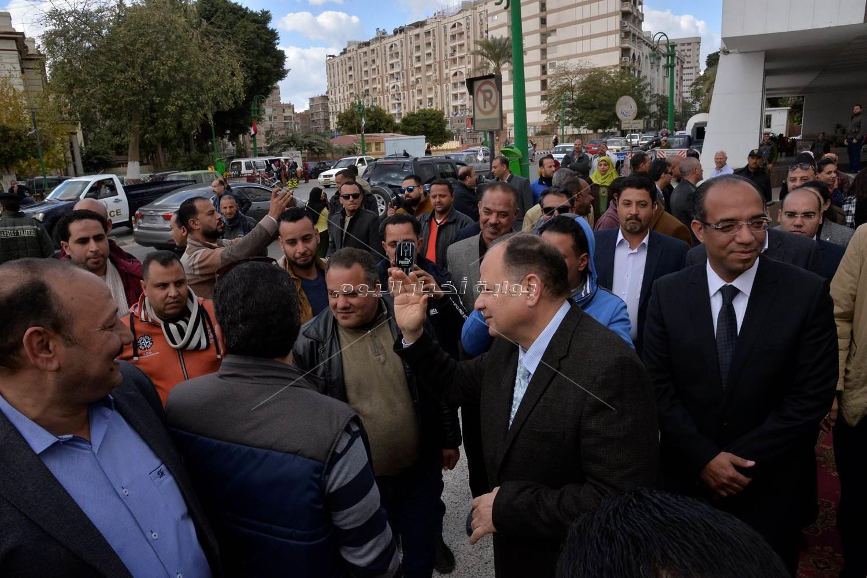 """محافظ أسيوط يشهد انطلاق حملة """"شتاء دافئ"""""""