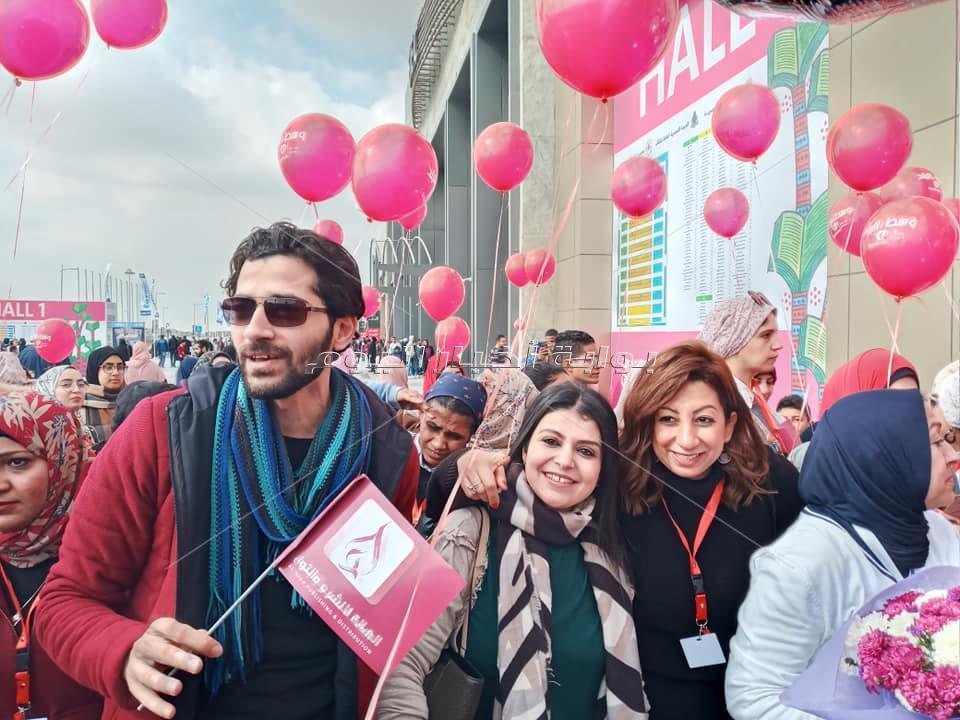 بالونات وسط البلد وأعلام الهالة تزين سماء معرض الكتاب