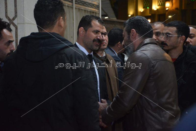 أشرف زكي وياسر جلال في عزاء والدة محمود حافظ