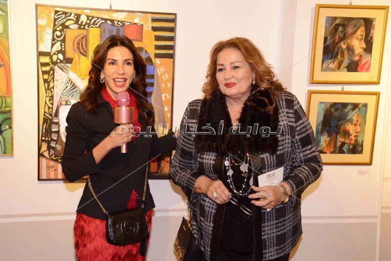 منى رجب تفتتح معرض فن التنوع لـ9 فنانات مصريات