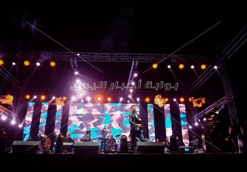 حمادة هلال يتألق في الفيوم بحضور جماهيري كبير