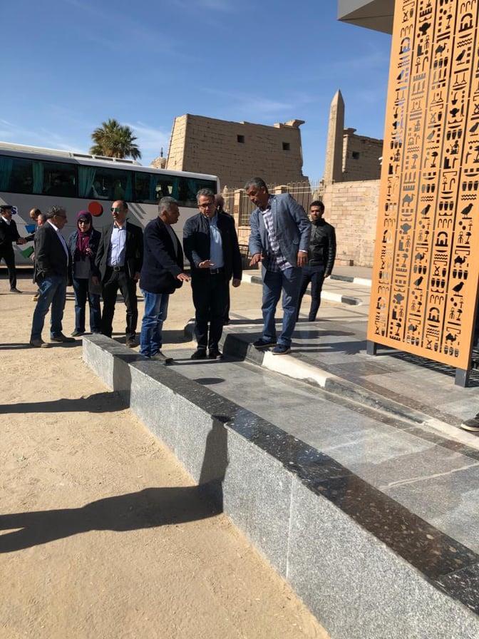 وزير السياحة و الآثار يتفقد أعمال مشروع الهوية البصرية بمعابد الأقصر والكرنك