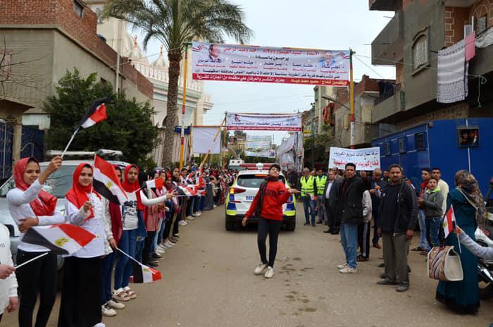 صور  قريه كفر الطويلة بالدقهليةزتستقبل وزير الأوقاف بالهتافات وأعلام مصر