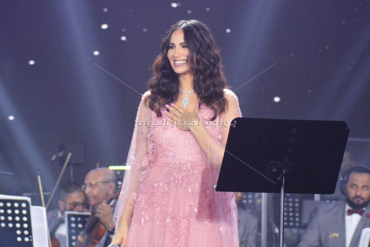 على بيانو نادر حمدي.. آمال ماهر تطرب جمهور «عيد الحب»