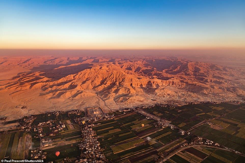 من « الأهرامات» إلى « المنتجعات الشاطئية » شاهد «مصر الساحرة »