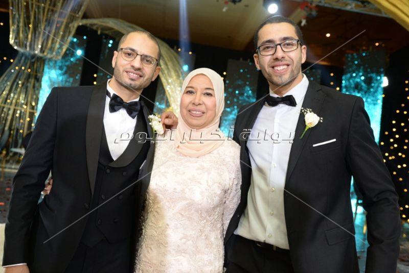 تامر حسني والليثي يُشعلان زفاف «أحمد وهنا»