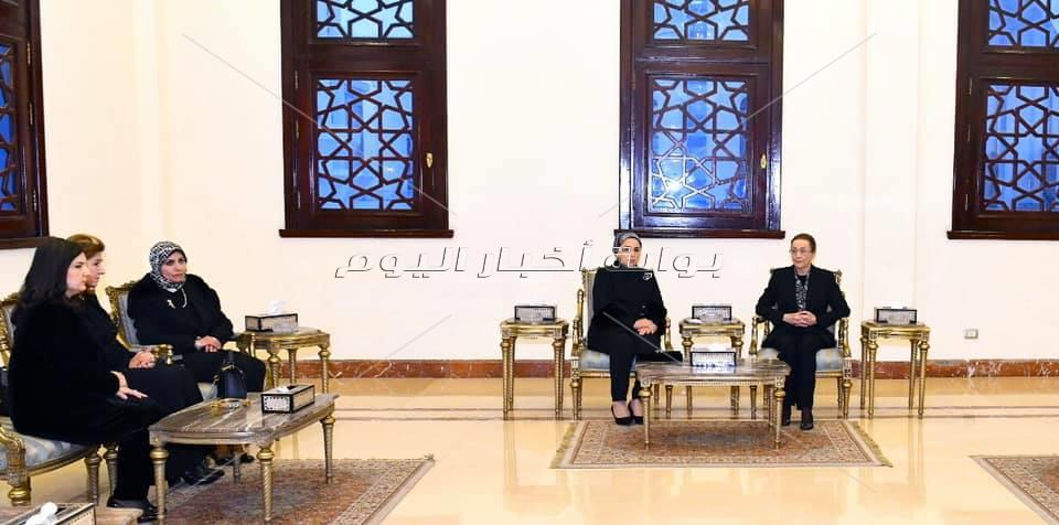 السيدة انتصار السيسي قرينة السيد رئيس الجمهورية تقدم واجب العزاء لأسرة الرئيس الأسبق