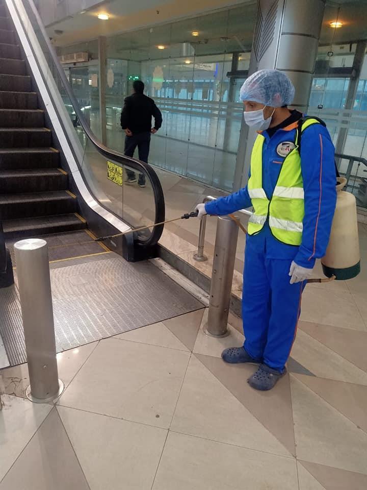 """بالكمامات والقفازات.. كيف طبقت """"السكة الحديد"""" قرار """"الوزراء"""" في الورش ومكاتب حجز التذاكر"""