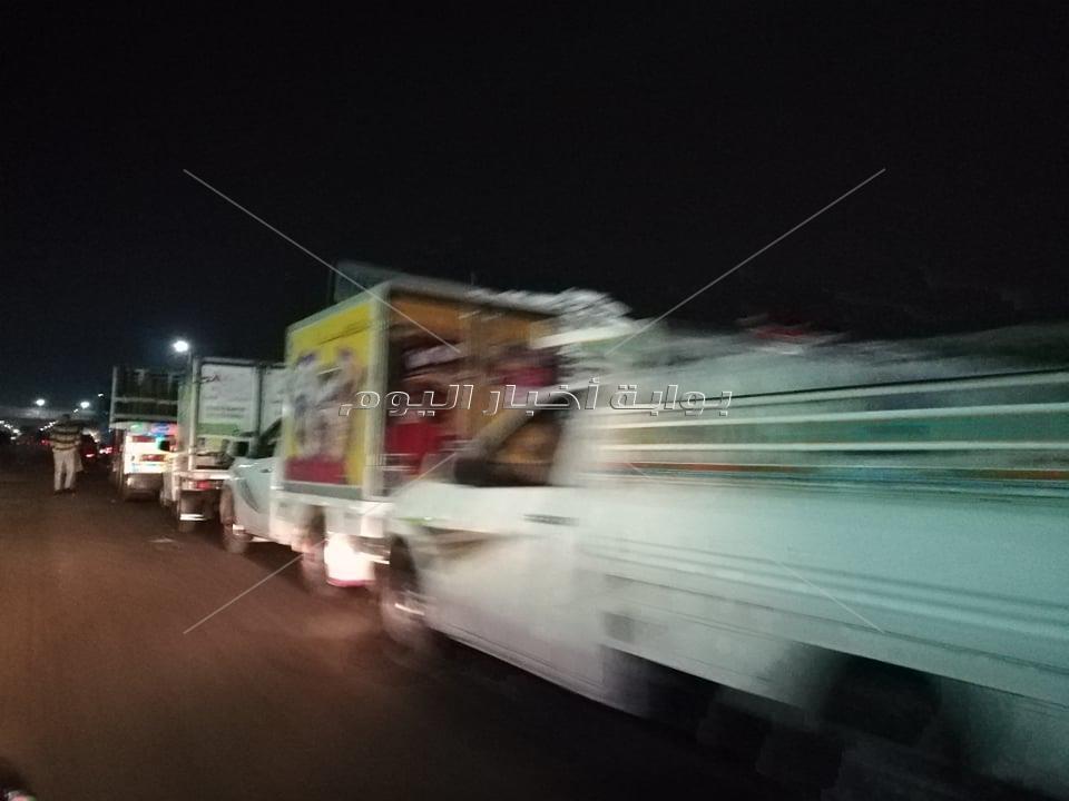 صور  تطبيق صارم لحظر التجوال على الطريق الزراعي