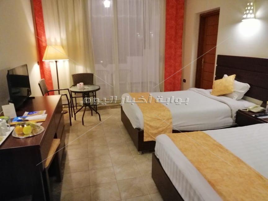 السياحة توقع أقصى العقوبات على الفندق الذي استقبل العائدين من واشنطن في مرسي علم