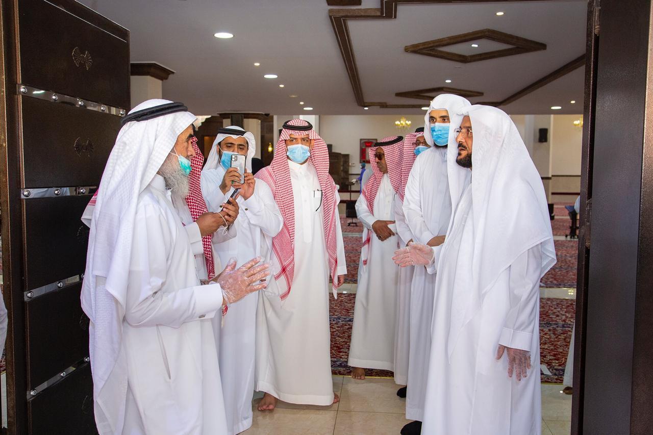 خلال تفقد وزير الشؤون الإسلامية بالسعودية لبعض مساجد وجوامع الرياض