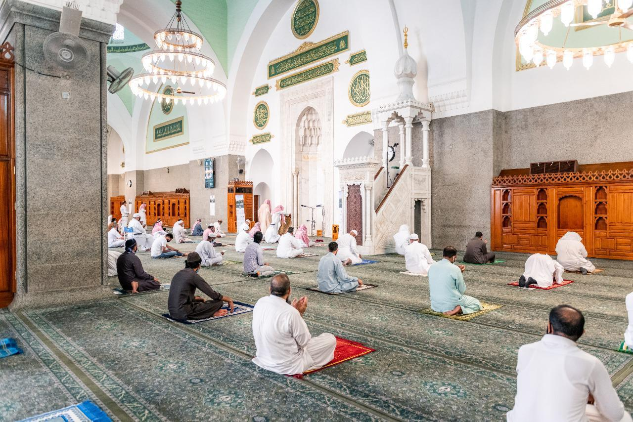 مشاعر الفرح والبهجة تغمر المصلين في ??مسجد قباء?? بالسعودية مع عودة الصلاة