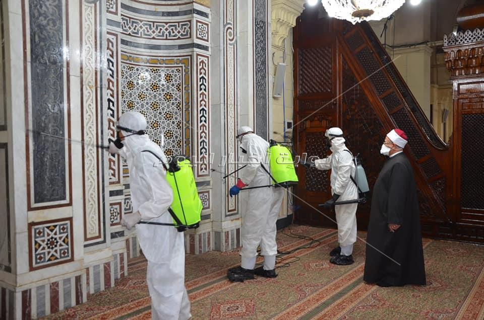 صور| مسجد السيدة زينب يستعد لاستقبال المصلين بعد تعقيمه بالكامل