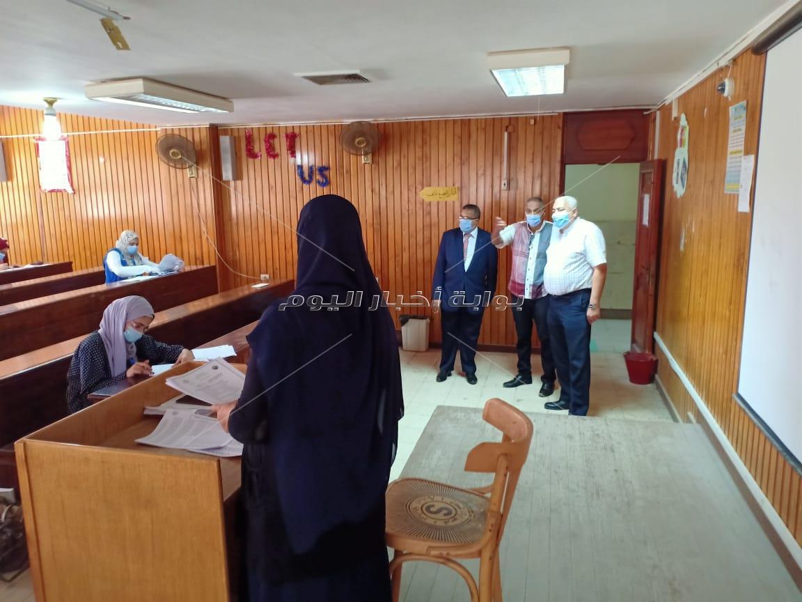 رئيس جامعة السادات يتفقد انشاء اول ملعب للاكرليك بالجامعه