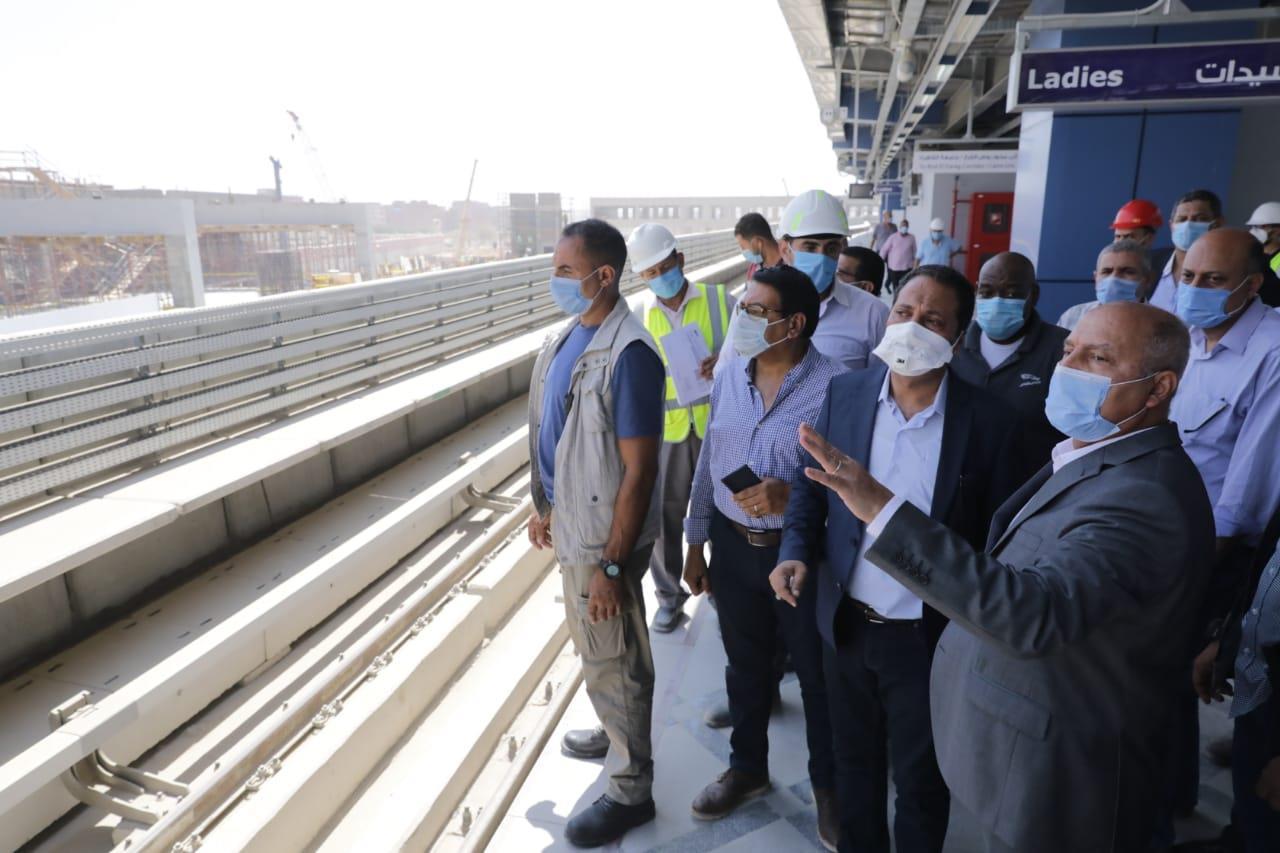 """""""الوزير"""" يتابع الاستعدادات النهائية لافتتاح محطات المرحلة الرابعة للخط الثالث للمترو قبل العيد"""