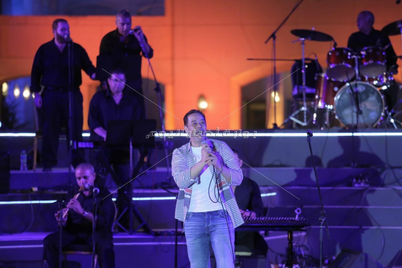 مدحت صالح يُهدي جمهوره أجمل أغانيه في حفل الأوبرا