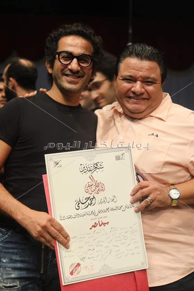 صور| خالد جلال يُكرم أحمد حلمي في «سينما مصر»