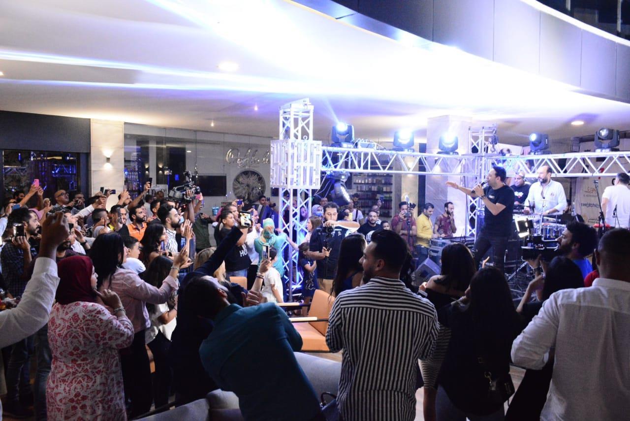 مصطفى قمر يتألق في حفله بـ«التجمع»