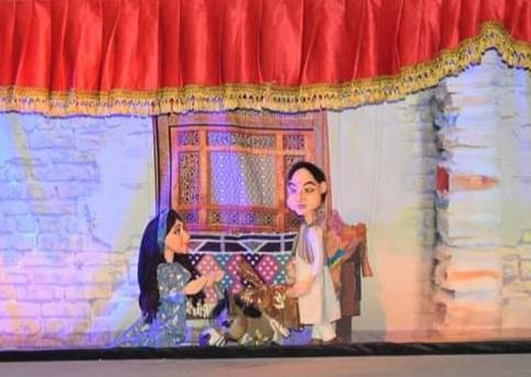 صور | إقبال جماهيري لمسرحية «علي بابا والأربعين حرامي» بساحة الهناجر