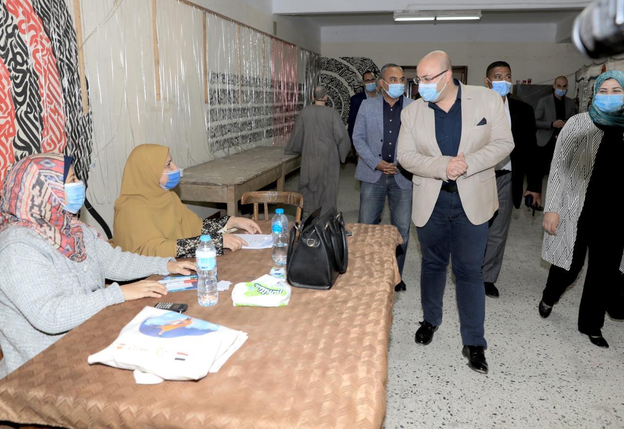 محافظ بني سويف يتفقد عدداً من اللجان الانتخابية