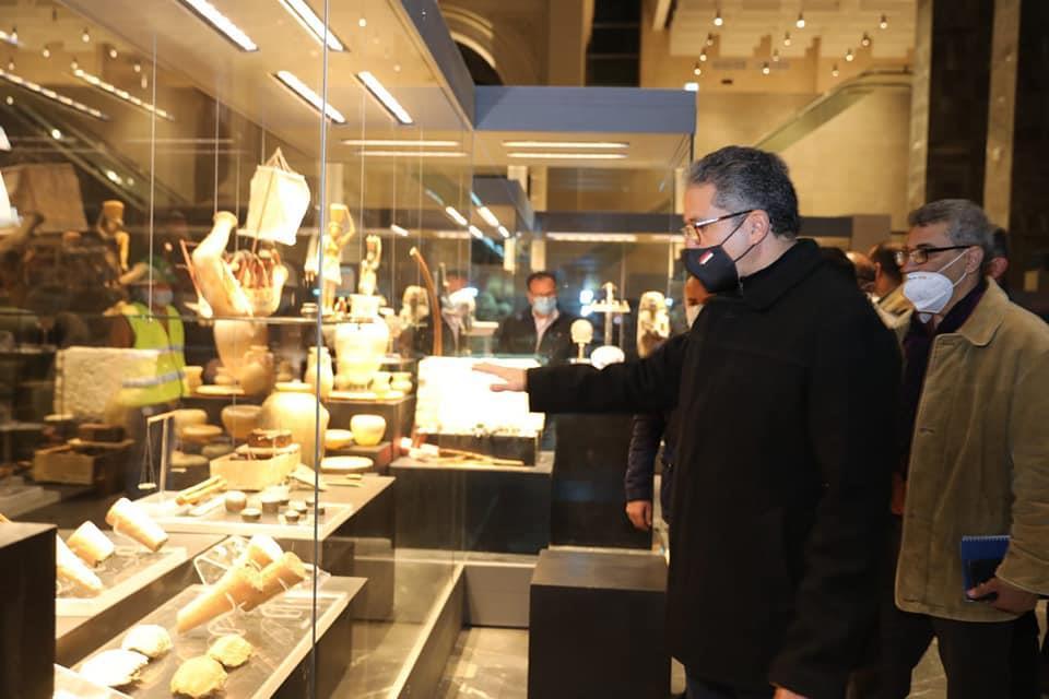 - وزير السياحة والآثار يتفقد اللمسات النهائية لمتحف عواصم مصر تمهيدا لافتتاحه الوشيك