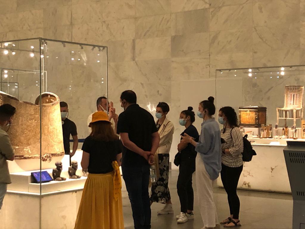 وفود سياحية تزور المتحف القومي للحضارة