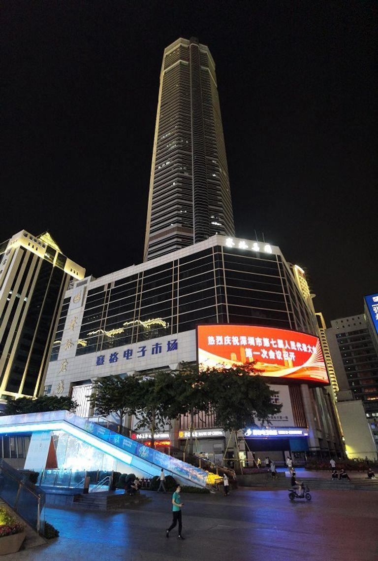 اهتزاز ناطحة سحاب 300 متر في الصين
