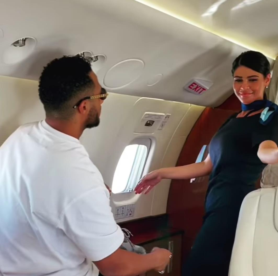 خاص | على طريقة الطيار الراحل ابو اليسر هل سيتم إيقاف مضيفات محمد رمضان