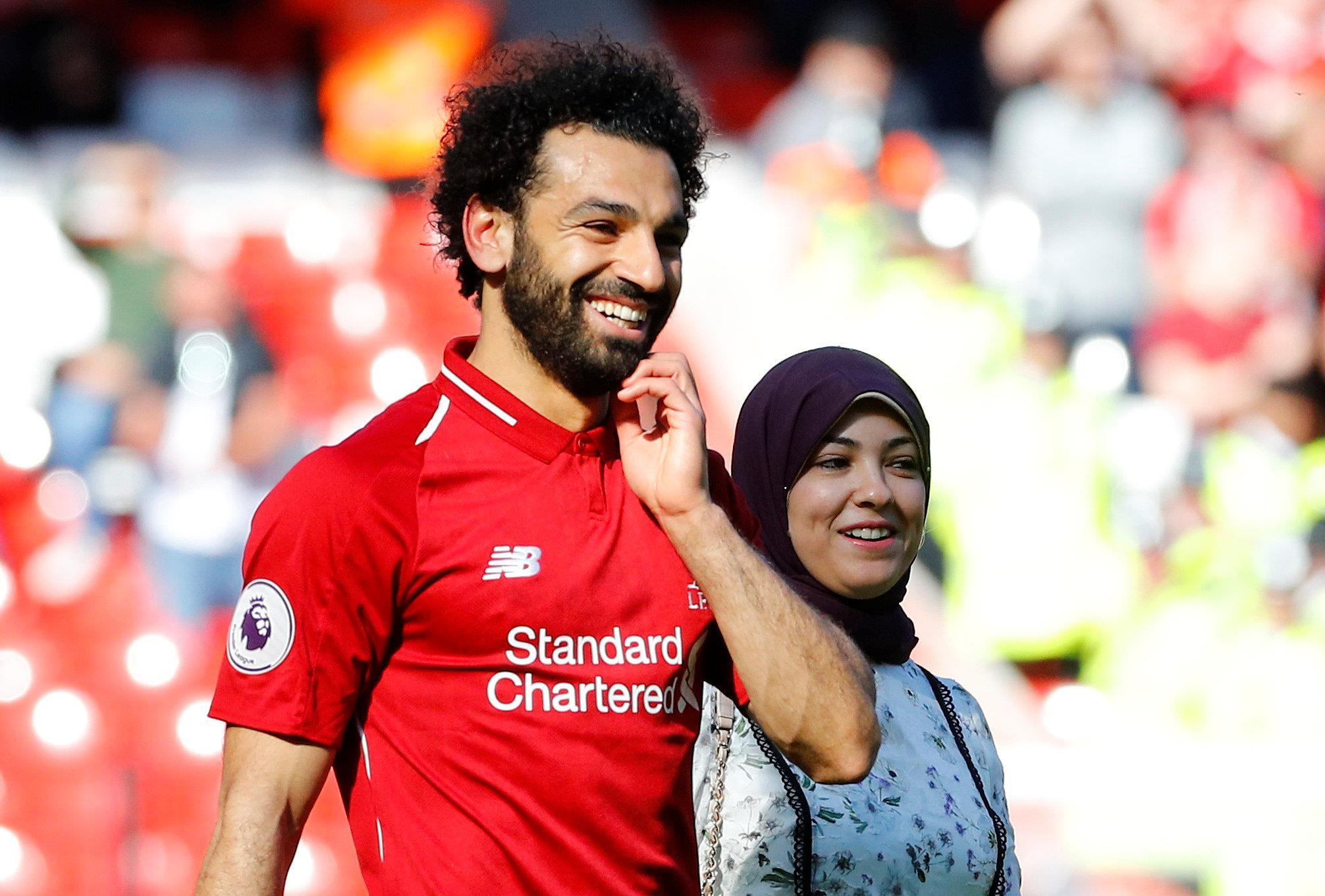 ظهور زوجة محمد صلاح واحتفال «مكة» بجائزة الحذاء الذهبي