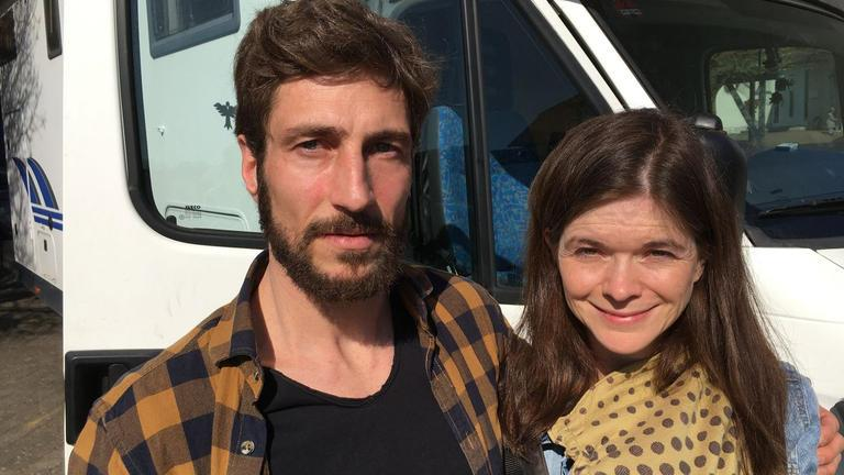 صحفي وزوجته