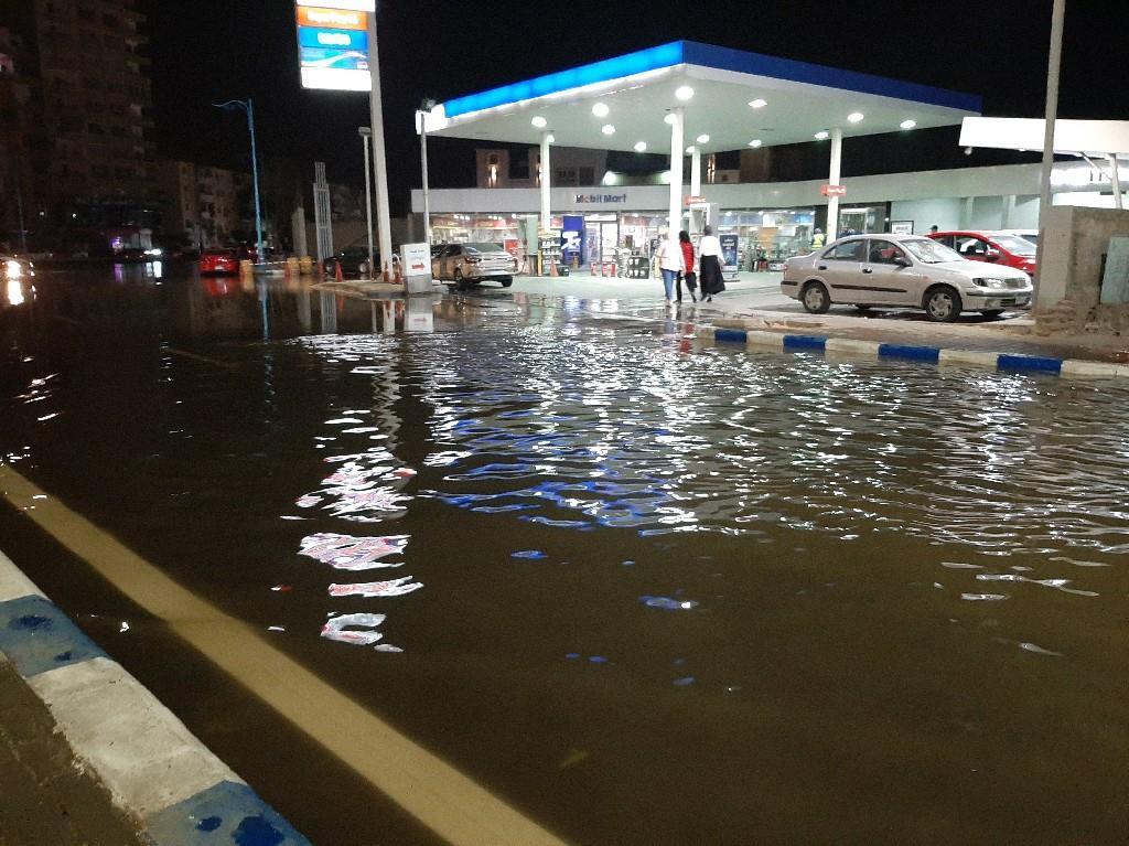 انفجر خط مياه رئيس في السويس
