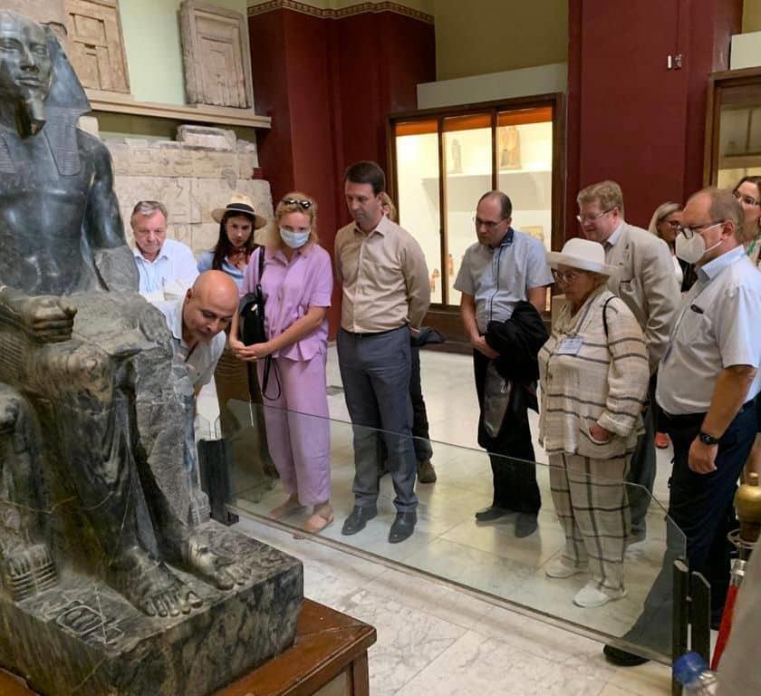 المعهد المتحد للعلوم النووية بروسيا يزور المتحف المصري بالتحرير