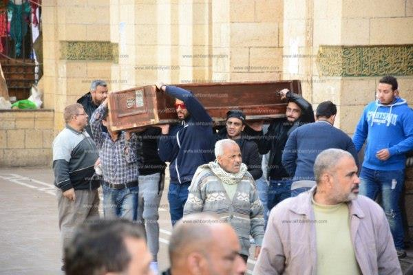جنازة والد «أوس أوس» بمسجد السيدة زينب