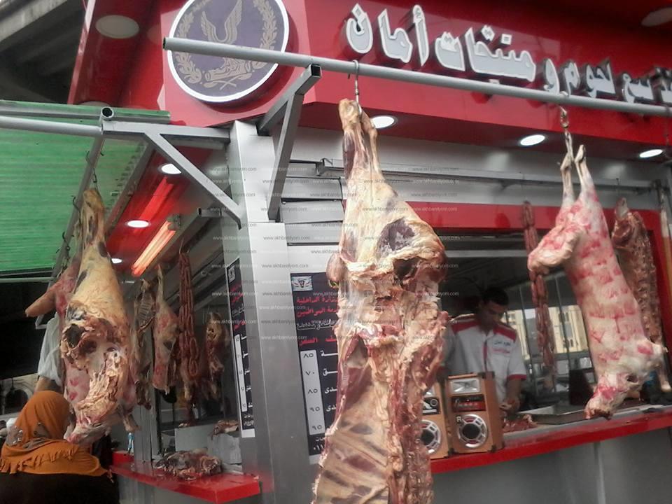 """إقبال شديد على منافذ """"الداخلية"""" للحوم المخفضة بميدان رمسيس"""
