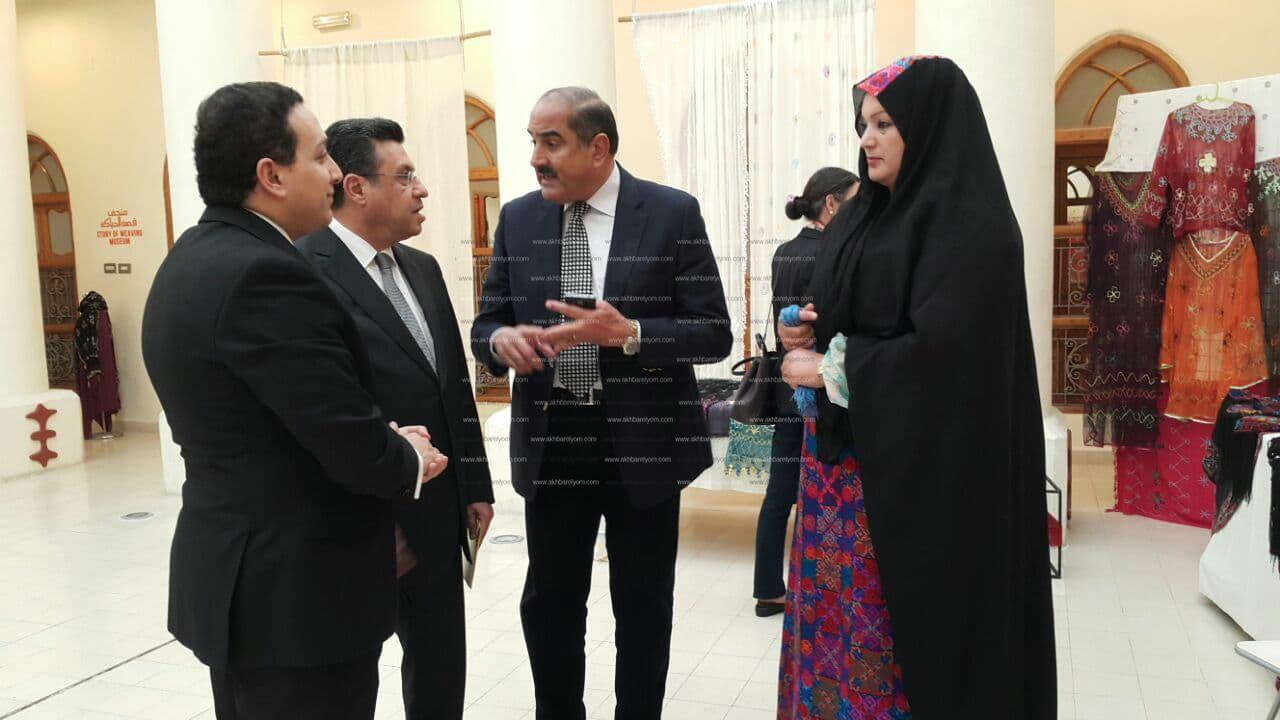 السفير المصري يفتتح معرض التضامن للحرف
