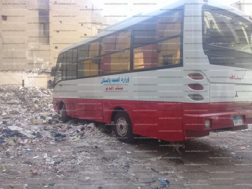لقطة اليوم| سيارة وزارة الصحة لـ«نقل الدم» في «الخرابة»