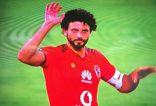 حسام غالي يخرج في مباراة اعتزاله.. وينحني للجماهير