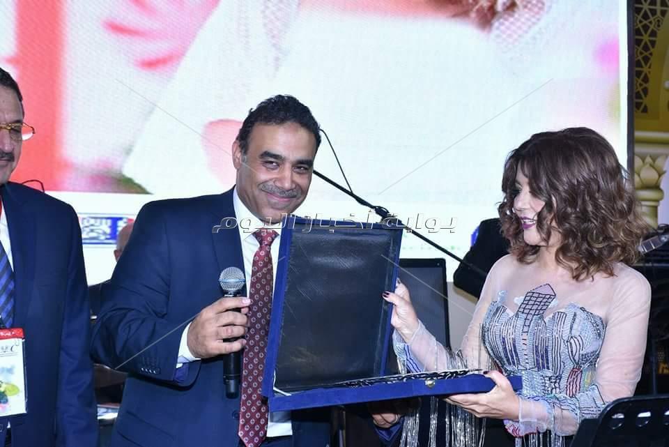 سميرة سعيد تُحيي حفل خيري للتوعية ضد مرض السرطان