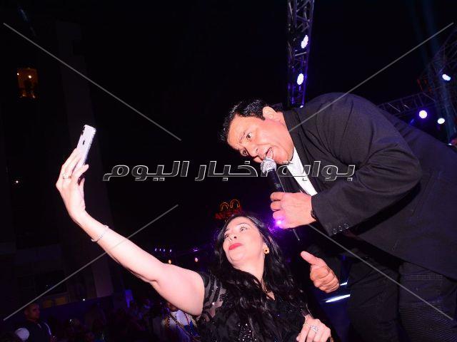 محمد فؤاد يُلهب أجواء خيمة «الحارة» بأجمل أغانيه