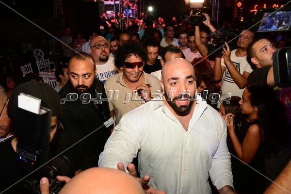 محمد منير يشارك الفنانين افتتاح خيمة «فتافيت السكر»