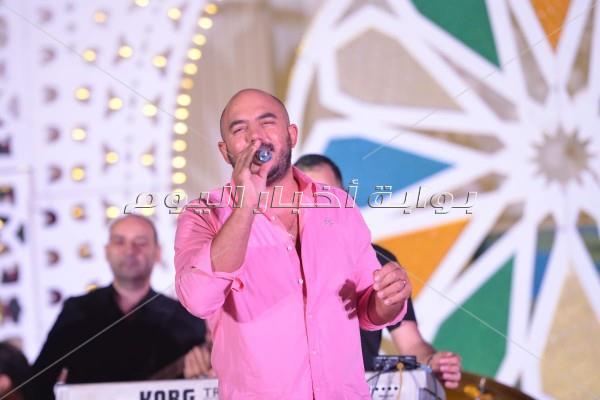 «ضحكة» محمود العسيلي تُلهب أجواء خيمة «باب القصر»