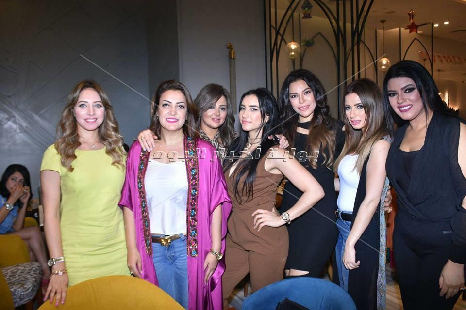 نجوم الفن يحتفلون بافتتاح مطعم في كايرو فيستفال