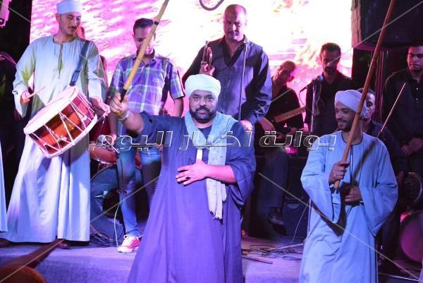 محمد نور ومتقال يُلهبان أجواء خيمة «جميزة»
